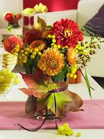 Малка ваза с есенни листа