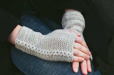 Side by Side fingerless mitten knitting pattern from Katya Frankel