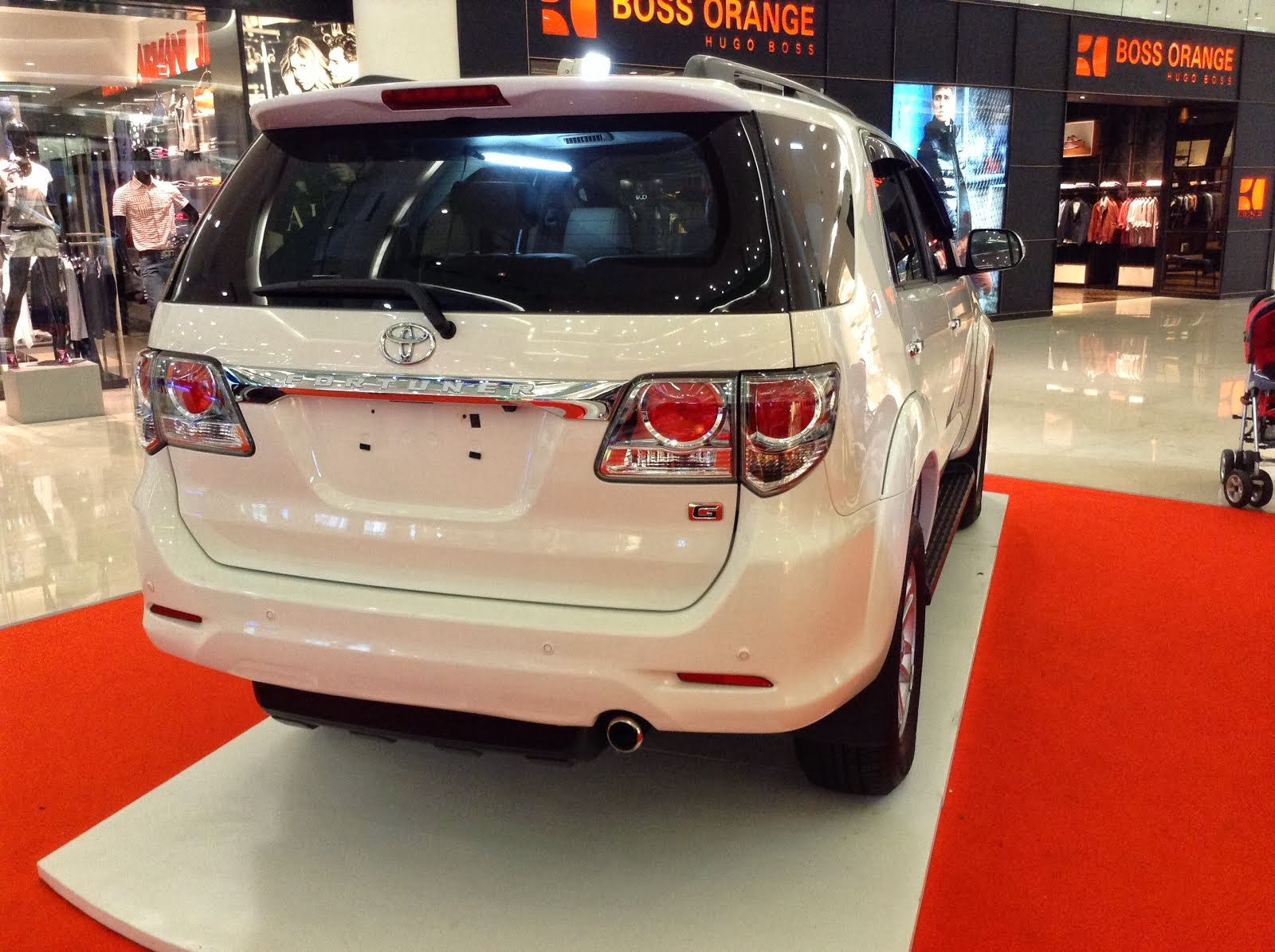 MOBIL TOYOTA FORTUNER 2014