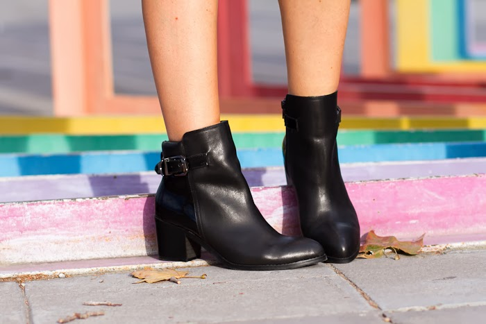 Botines de cuero y charol / Ankle Boots with Patent Leather panel: CHOIES