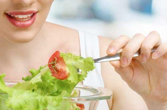 Dieta de legumbres y frutas para minimizar los cólicos