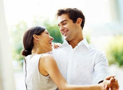 10 علامات دالة على عشق الرجل وانجذابه للمرأة !!!