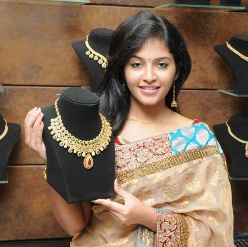 Actress in Jewellery Ad