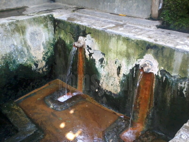 Pemandian air panas di dekat masjid 3