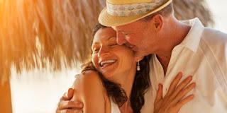 7 Tips Kencan Dengan Pria Yang Lebih Tua