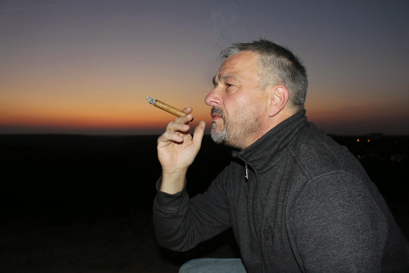 Anbetung und Zigarre; Photo by Thomas Gerlach