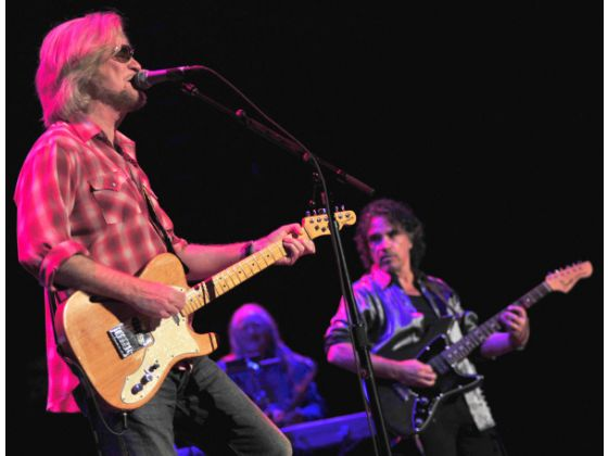 Daryl Hall, left, and John Oates in Costa Mesa on Aug. 8. Photo: Kelly