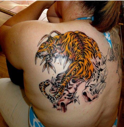 Tatuagem de tigre ombro