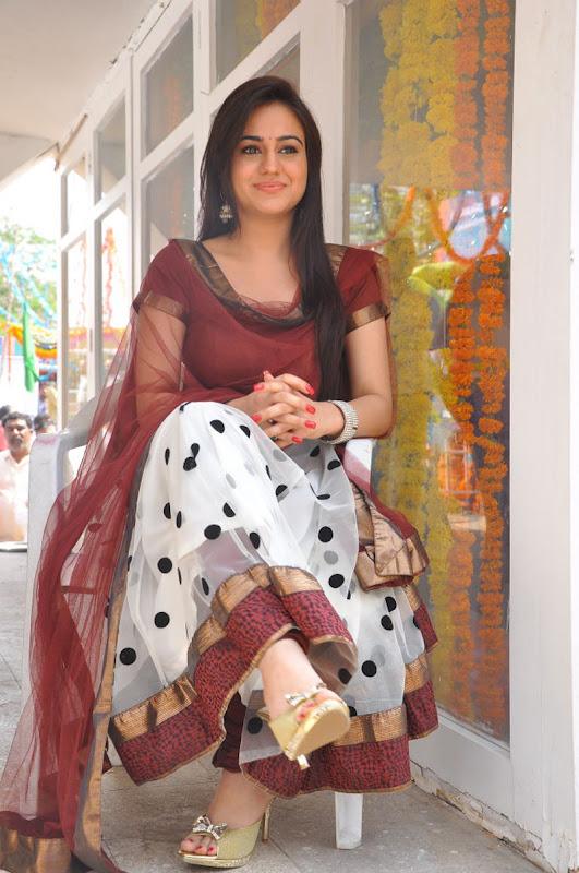 aksha in white polka dotted churidar suit   aksha in churidar salwaar