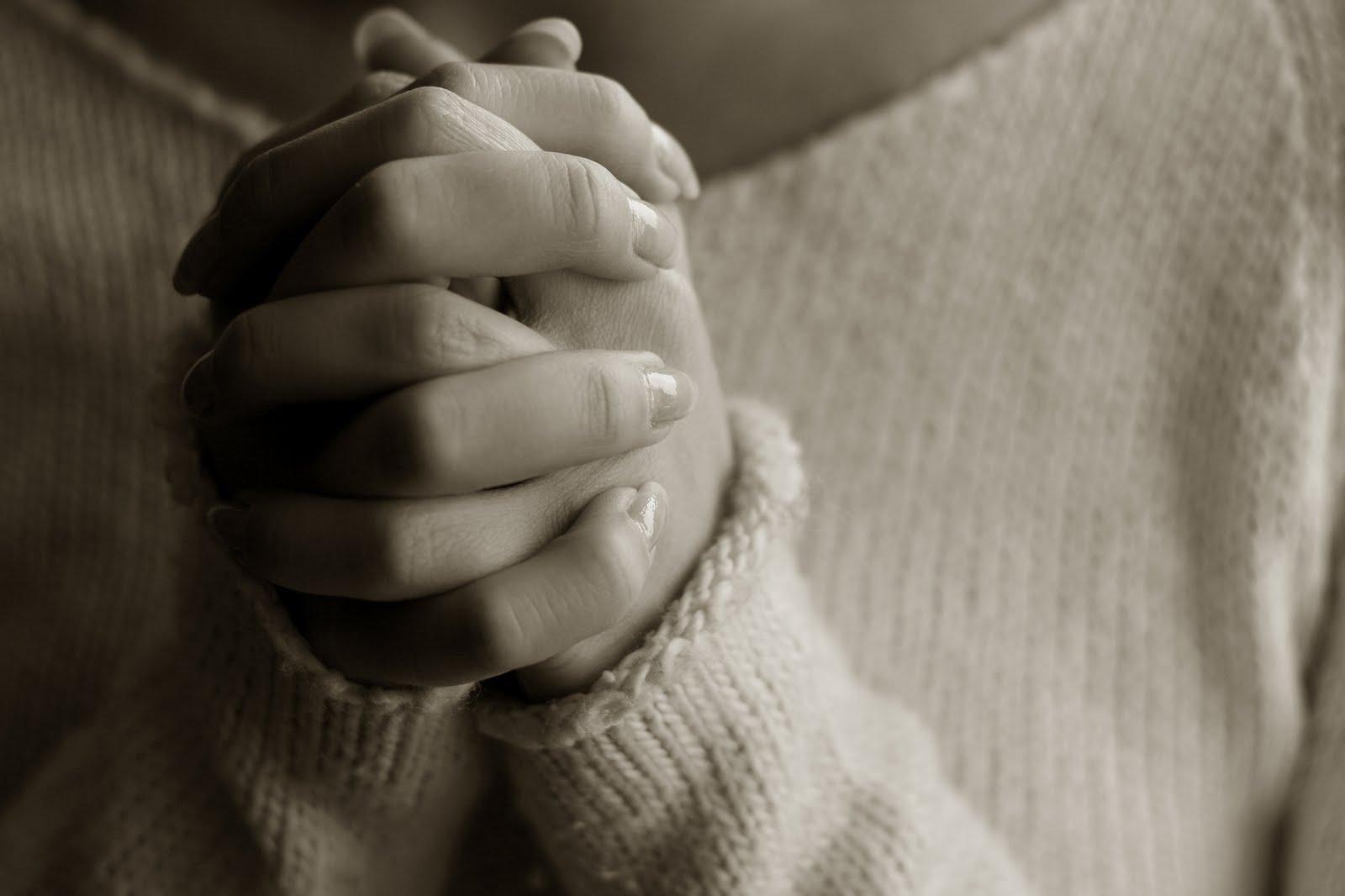 http://1.bp.blogspot.com/-cpl8yImS2wA/UKV5uUvoj3I/AAAAAAAABQA/Bouy9Lj4aNA/s1600/praying+hands.jpg
