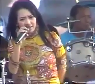 Download Video Dangdut Hot Monata - Rena KDI Selalu Rindu 3gp