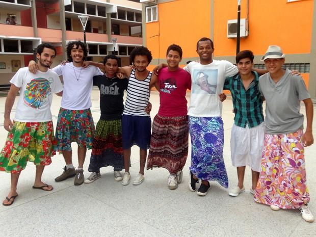 Estudantes de quatro cursos da UFMA utilizam saias em protestos contra a homofobia (Foto: Teresa Dias)