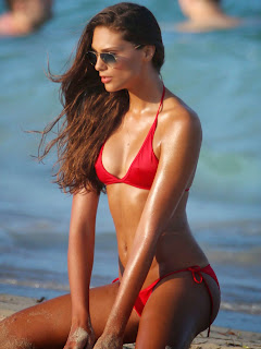 Fernanda-Uesler-in-Bikini--03.jpg