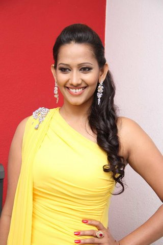 sanjana singh spicy glamour  images