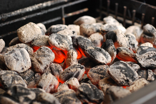glowing coals, Kingsford briquet