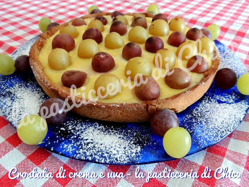 crostata di crema e uva