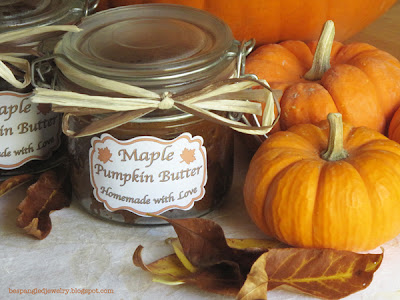 Homemade Maple Pumpkin Butter with homemade labels. Great gifts! Recipe & free printable labels