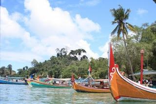 perahu nelayan 201102281311275029 Pulau Sempu   Keindahan Pantai Selatan dan Segoro Anakan