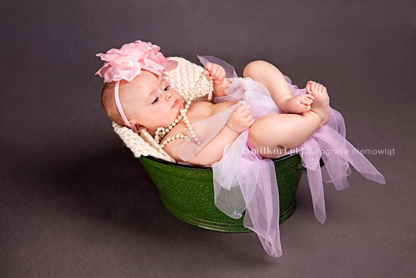 sesja zdjęciowa niemowlaka, sesje fotograficzne noworodków, fotografia rodzinna, artystyczne zdjęcia dziecka, studio milkart