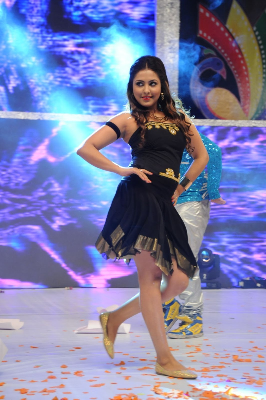 Madhu Shalini Nude Photos Ele madhu shalini hot dance performance photos at tollywood channel