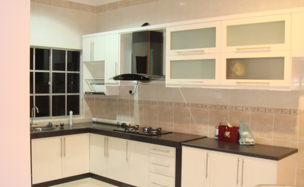 Kitchen cabinet glass door inserts for Kitchen cabinets glass inserts