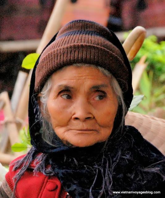 La gaiété des habitants au marché hebdomadaire à Bac Ha - Photo An Bui