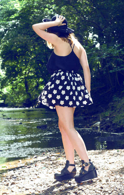 DAISY SKIRT, HEARTS AND BOWS, ARK CLOTHING, SKater skirt, large brim hat, vintage girl, red lips, jeffrey campbell