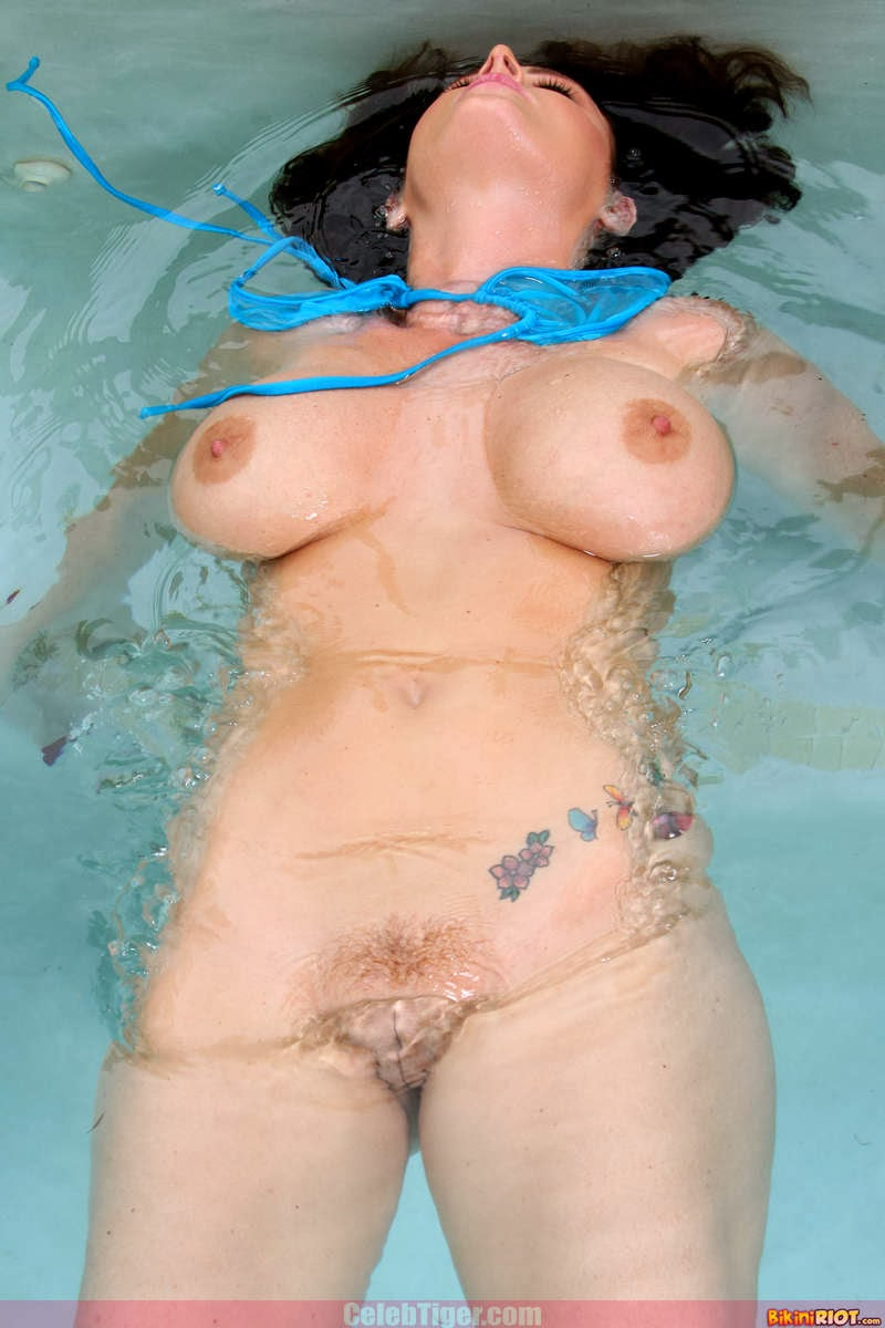 Busty+Babe+Sophie+Dee+Wet+In+Pool+Taking+Off+Her+Blue+Bikini+Posing+Naked www.CelebTiger.com 55 Busty Babe Sophie Dee Wet In Pool Taking Off Her Blue Bikini Posing Naked HQ Photos