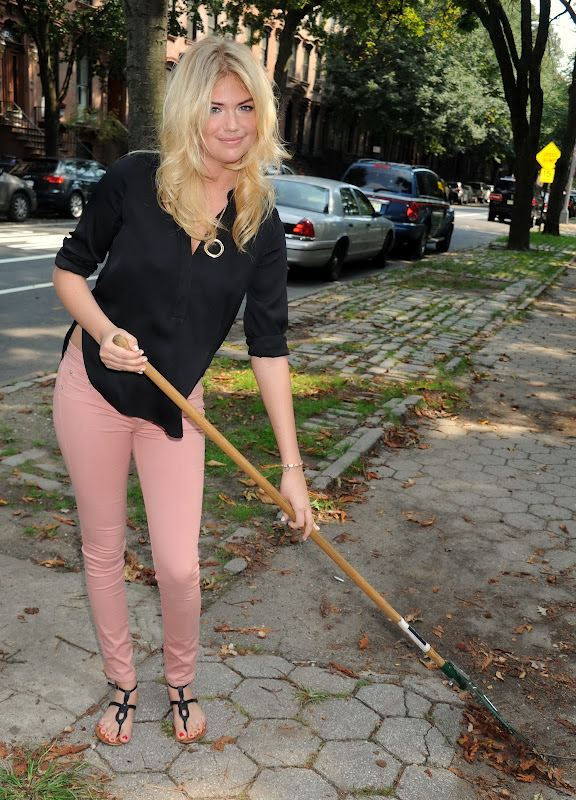 Kate Upton cleaning the streets in Brooklyn