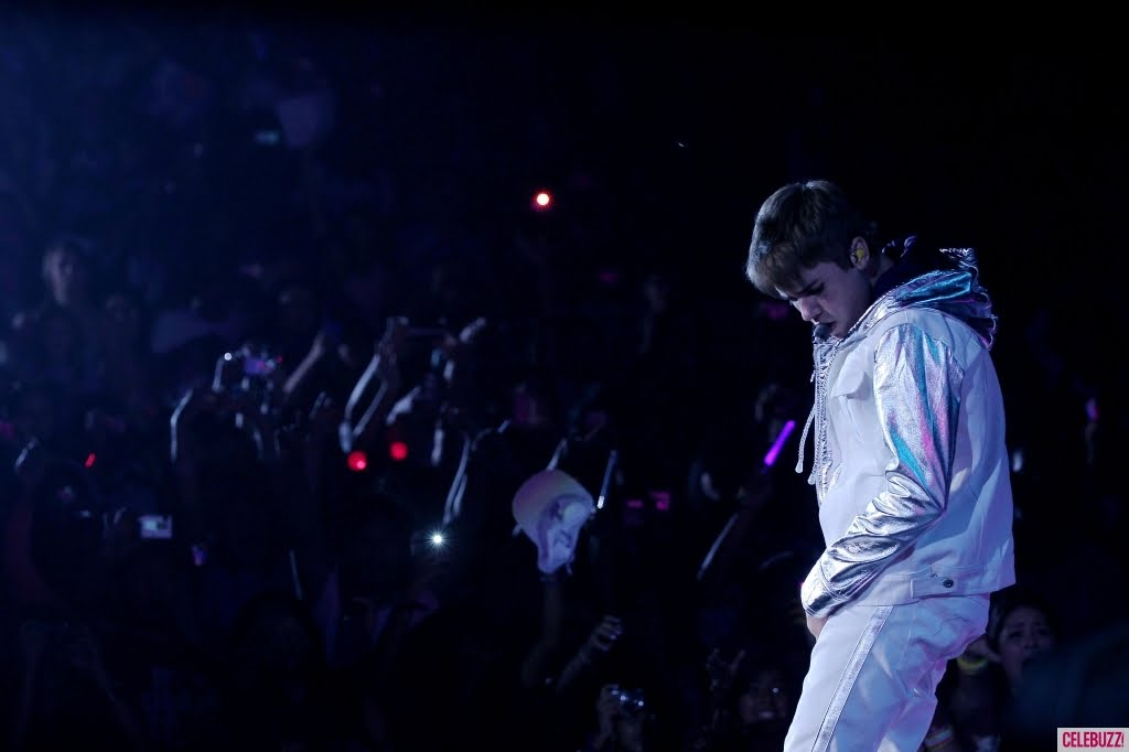 justin bieber in singapore 2011. justin bieber 2011 pics april.