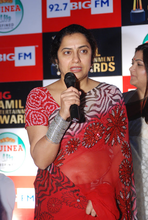 suhasini mani ratnam at big fm et awards hot images