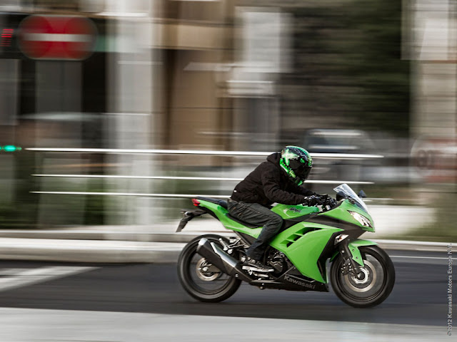2013-Kawasaki-Ninja-300-video-overview-www.hydro-carbons.blogspot.com-