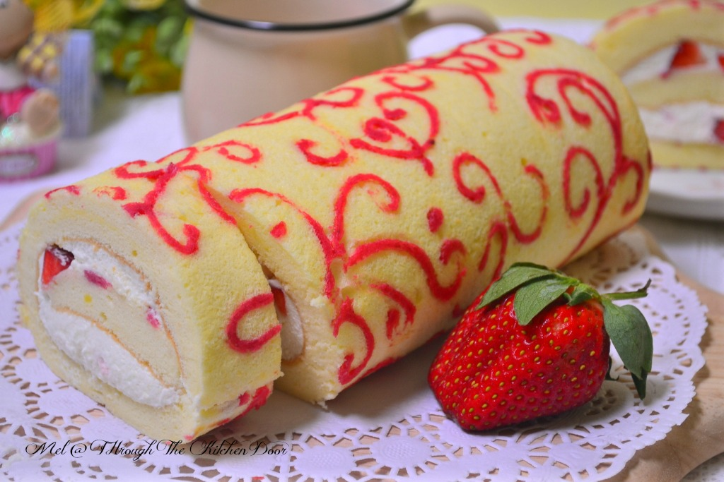 Through The Kitchen Door: Strawberry Swirl Swiss Roll