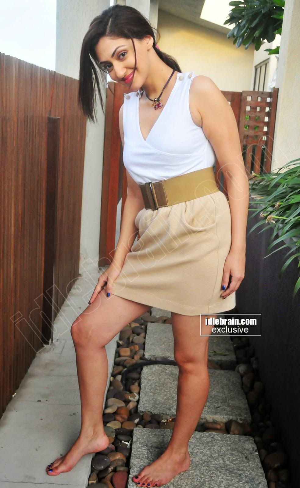 Reyhna Malhotra thighs