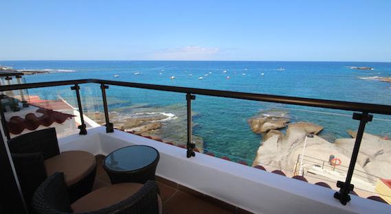 Publicidad engañosa por alquilar un apartamento, caso, piso de vacaciones frente a la playa pero está más lejos. Reclamar la devolución del dinero.