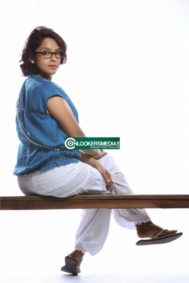 Aparna Gopinath Hot Photos Malayalam Sexy Actress - FILM ACTRESS PLUS