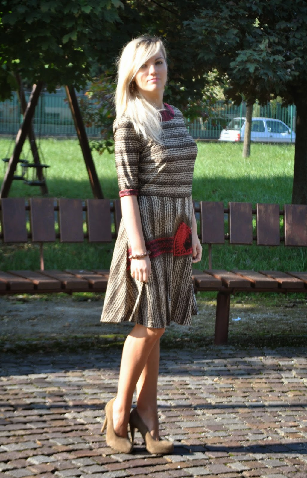 autumnal outfit printed dress red coat how to wear red coat how to wear printed dress fashion bloggers italy italian girl  outfit abito con gonna a ruota con stampa maglione di lana stampa lana abito gonna a ruota abiti invernali cappotto rosso outfit cappotto rosso come abbinare il cappotto rosso midi skirt how to wear red coat how to wear midi skirt winter dresses orecchini chandelier majique chandelier earrings majique decollete beige cappotto rosso sisley abito stampato fashion blogger italiane fashion blogger milano fashion blogger bionde ragazze bionde smalto color sangria scarpe benetton borsa louis vuitton mariafelicia magno fashion blogger mariafelicia magno colorblock by felym outfit ottobre 2014 outfit autunnali outfit invernali