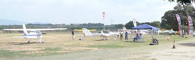 Un dels punts d'aparcament al Camp de Vol de Bellvei.