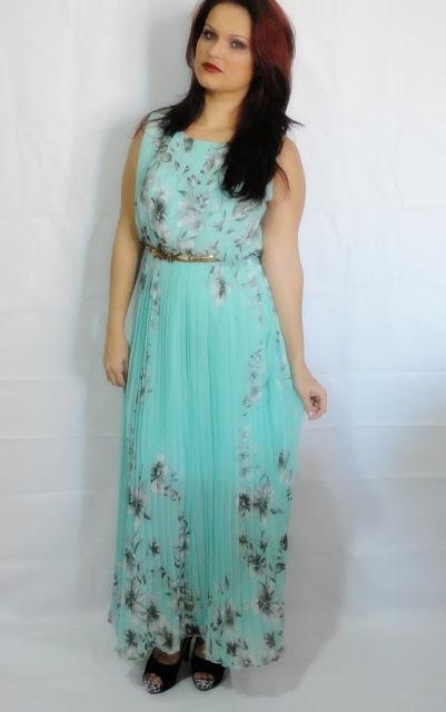 http://www.shein.com/Sleeveless-Florals-Pleated-Green-Dress-p-216116-cat-1727.html?utm_source=guchasmake.blogspot.com.br&utm_medium=blogger&url_from=guchasmake.blogspot.com.br