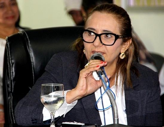 Prefeita Interina de Guamaré Diva Araújo esclarece serviços funerários