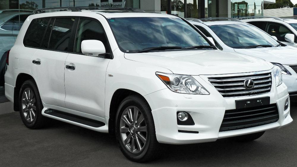 2010-2011_Lexus_LX_570_(URJ201R_MY10)_Sports_Luxury_wagon_(2011-04-22)