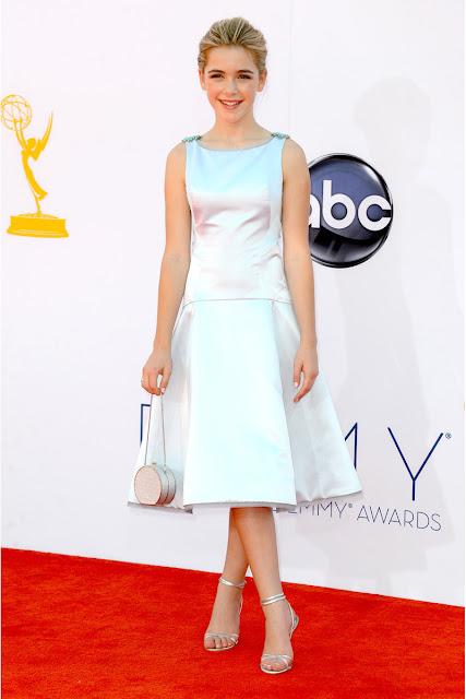 Kiernan Shipka vestido Zac Posen Emmy 2012