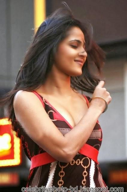 Anushka+Shetty%2527s+Sizzling+Photoshoot005