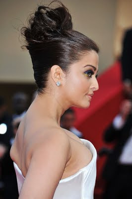 Aishwarya Rai Cannes 2011 in white and blue dress