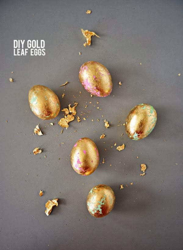 {Craft} 8 creative ideas for Easter | Gold leaf egg idea