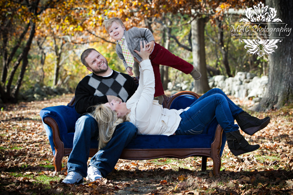 Fall Family Picture Ideas http://mac-photography.blogspot.com/2012/10/fall-portrait-event-sneak-peek.html