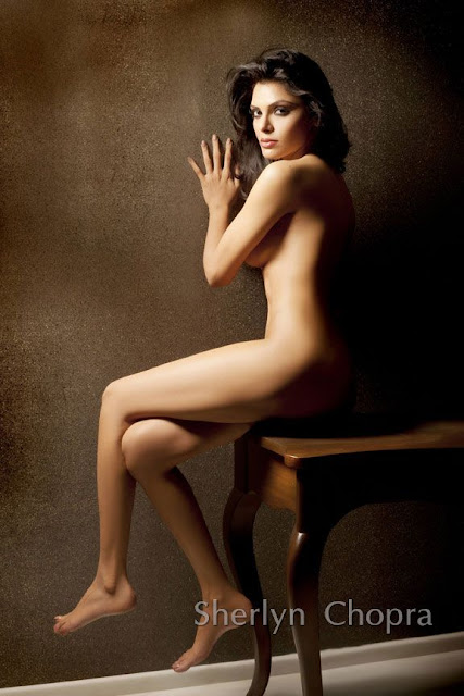 Sherlyn Chopra Hot Bikini nude Pictures