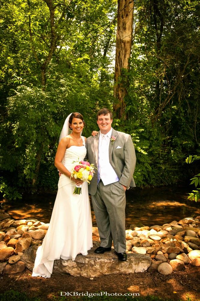 IMAGE: http://1.bp.blogspot.com/-ctgyKqR3xSQ/U6reHxucXwI/AAAAAAAAPTE/BM9FVhZmNtw/s1600/wedding+edits+FINALS+web+(232+of+335).jpg