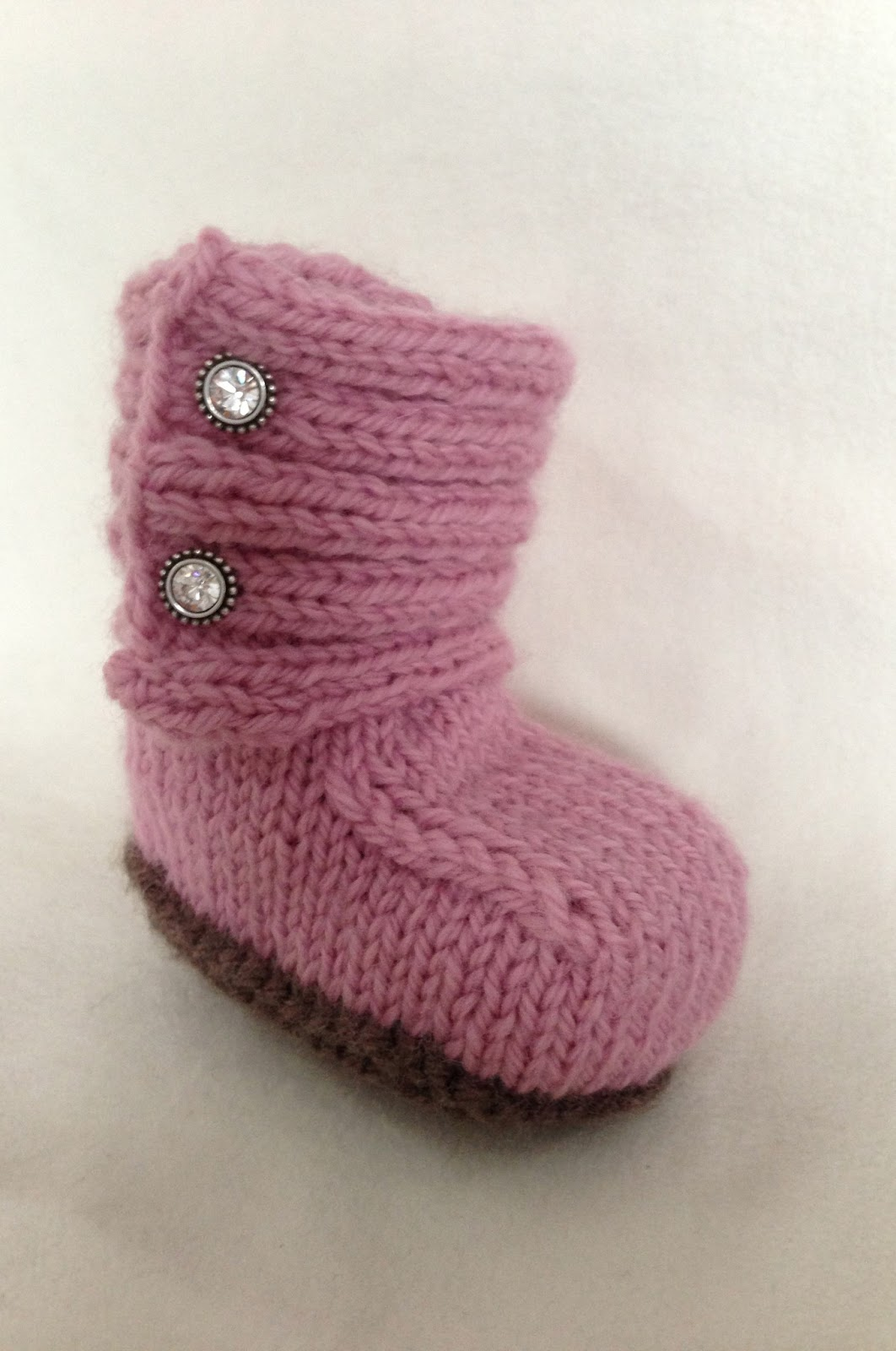 Knitted Baby Uggs Pattern : Baby Girl UGGs - iKNITS