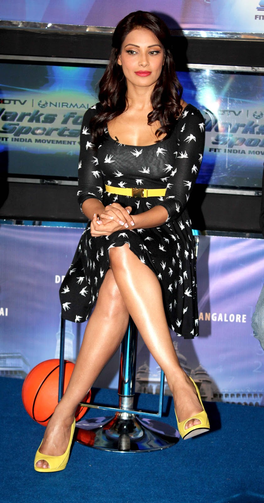 bipasha basu hot legs show at the marks for sports campaign press